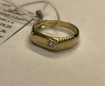 Кольцо золотое  с камнем 3,59 гр
