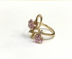 Кольцо золотое с камнем 17.5 р-р
