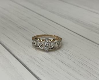 Кольцо золотое с  камнем 17 р-р